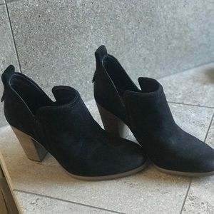 Vince Camuto Francia bootie NEVER worn/ Sold out